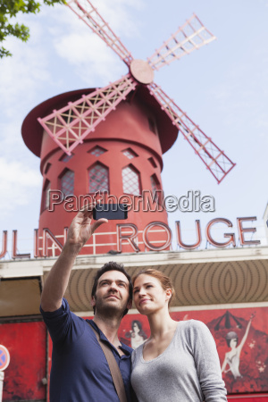 france paris couple photographing themself